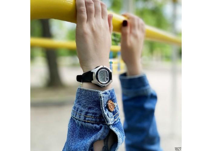 Женские часы Casio LW-200-1AVEF Black-Silver